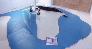 w139 blauwe loper gestolde rivier loopt tot een bureau